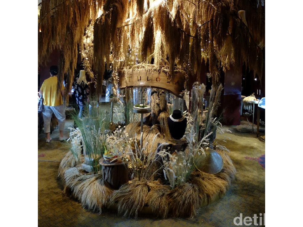 Happy Salma Boyong 100-an KG Padi dari Bali di Peluncuran Perhiasan