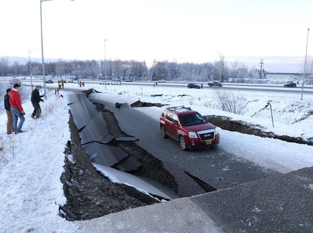 Begini Dampak Gempa M 7 di Alaska