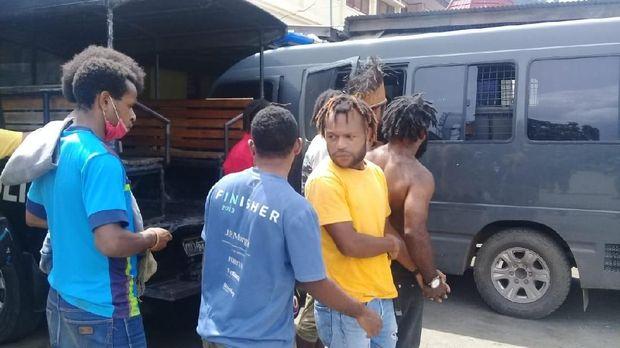 Beberapa orang yang diamankan terkait kegiatan kelompok Komite Nasional Papua Barat (KNPB).