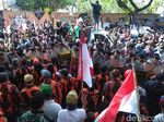 Mahasiswa Papua Demo di Jalan Pemuda, Polisi dan Ormas Bela NKRI Siaga