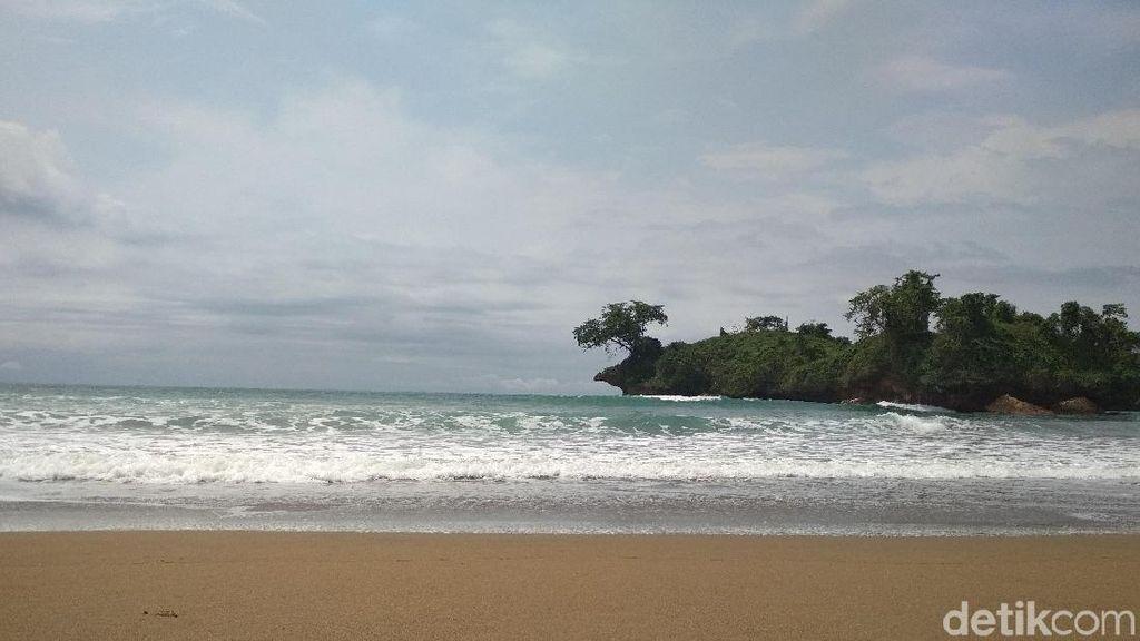 Foto: Pantai Pelang di Trenggalek, Tempat Liburan Kamu Selanjutnya