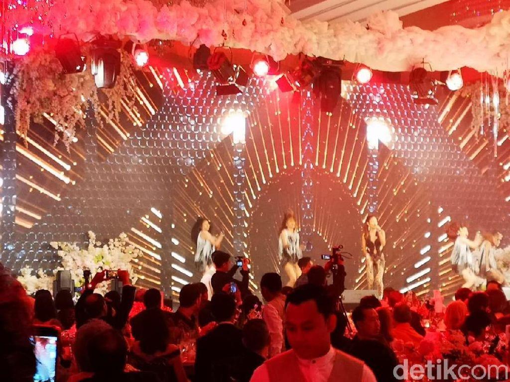 Bukan Via Vallen, Ini Para Bintang Tamu di Nikahan Crazy Rich Surabayan