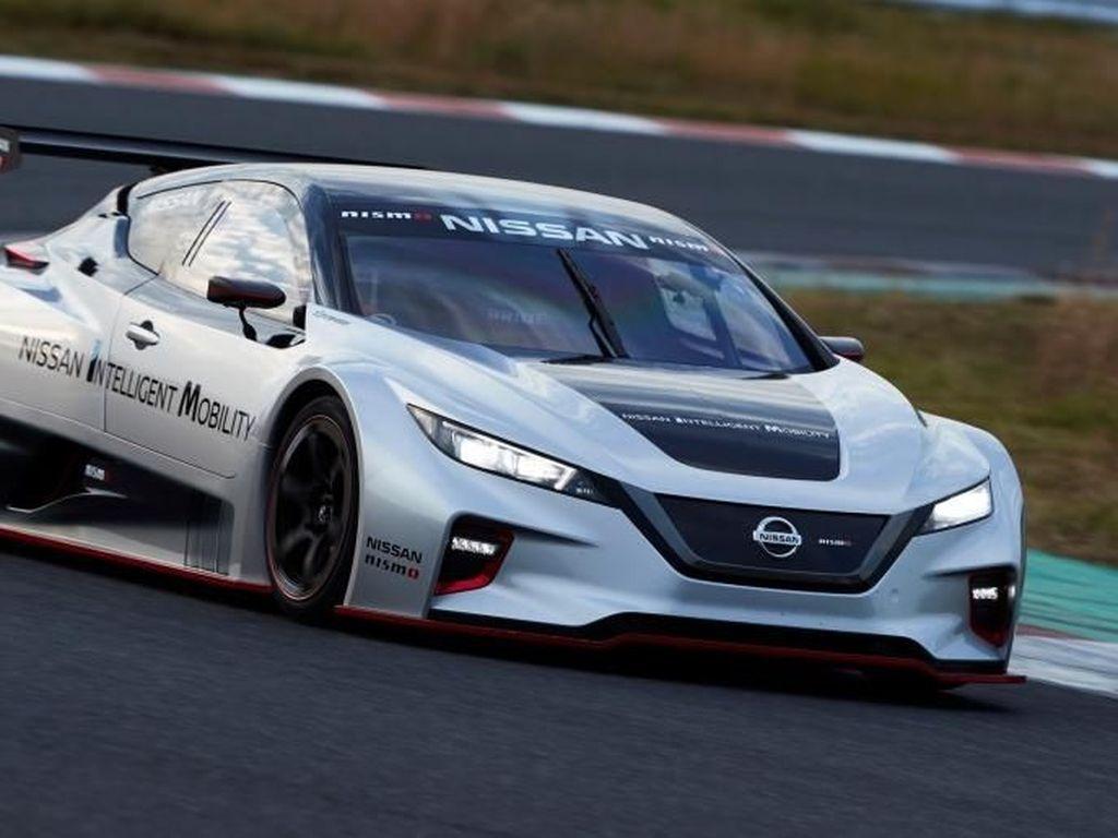 Akhirnya Nissan Pamerkan Mobil Balap Listrik