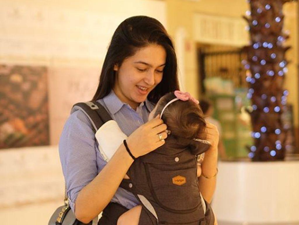 Bikin Adem, 7 Momen Bonding Time Nabila Syakieb dan Putrinya