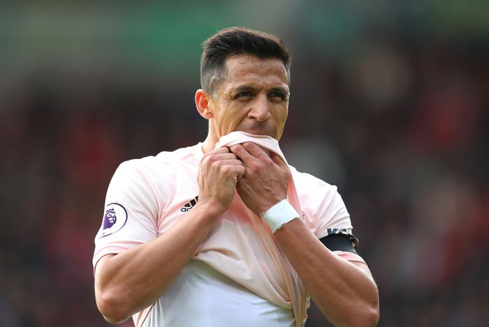 BOURNEMOUTH, ENGLAND - NOVEMBER 03: Alexis Sanchez of Manchester United reacts during the Premier League match between AFC Bournemouth and Manchester United at Vitality Stadium on November 3, 2018 in Bournemouth, United Kingdom.  (Photo by Catherine Ivill/Getty Images)