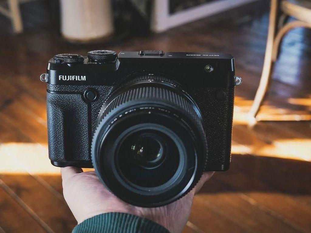 Penampakan GFX 50R, Kamera Medium Format Anyar Fujifilm