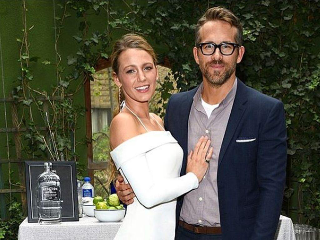 Nikmati Istri Main di Gossip Girl, Ryan Reynolds Seperti Tenggak Minuman