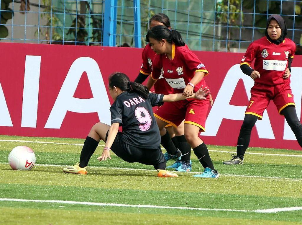 Serunya Kompetisi Sepak Bola Khusus Wanita