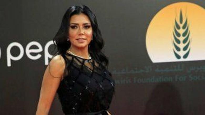 Pakai Baju Menerawang, Aktris Mesir Rania Youssef Dipolisikan