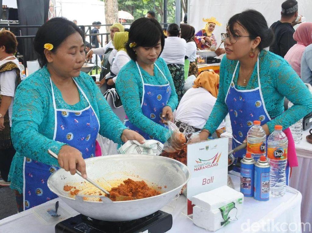 Serunya Lomba Masak Rendang dan Cicipi Kuliner Minang di Nusantara Marandang