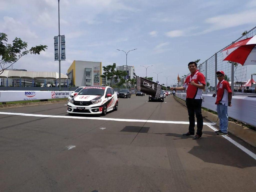 Ngegas Honda Brio di Sirkuit BSD City Grand Prix
