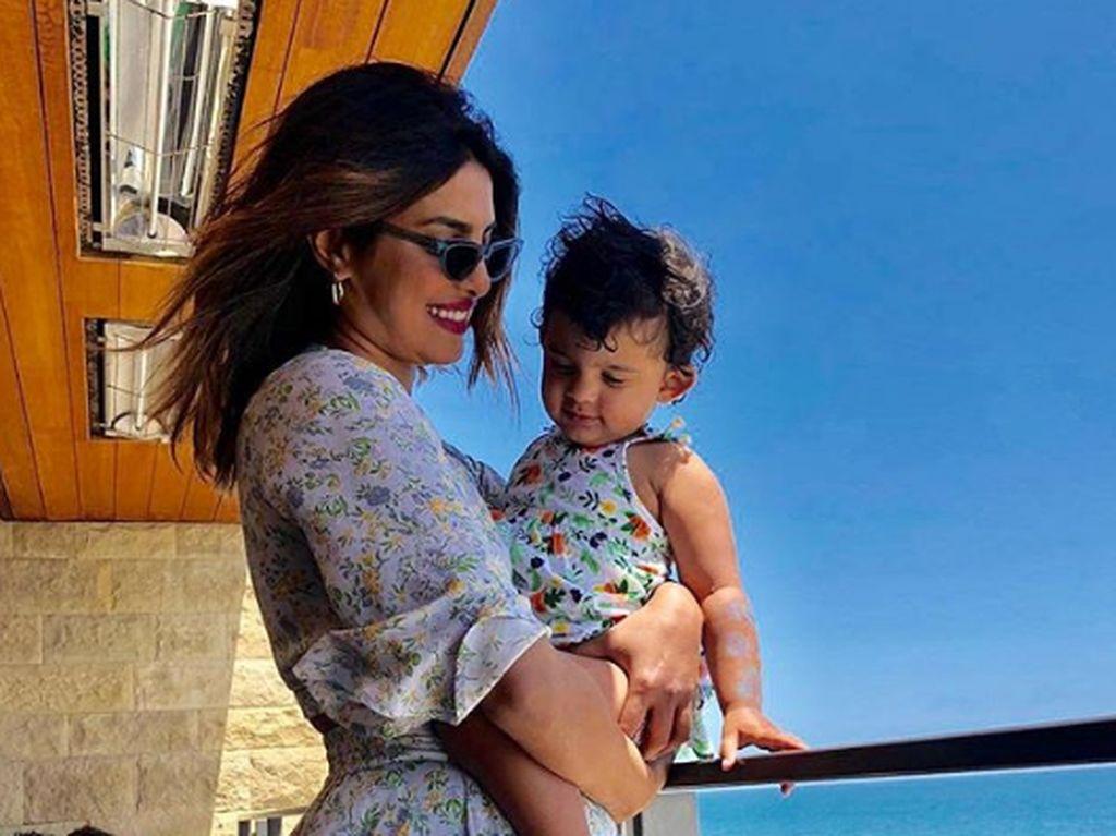 10 Momen Manis Priyanka Chopra-Nick Jonas Bersama Keponakan