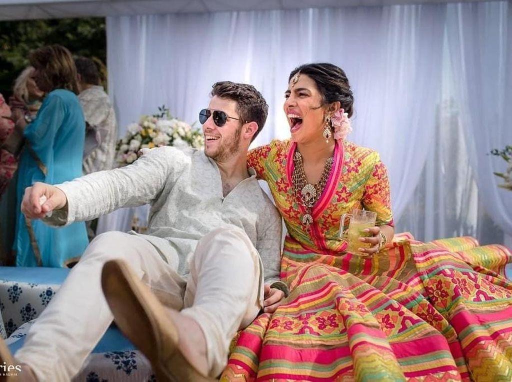 Priyanka Chopra Dapat Hadiah Anting Rp 1,1 M dari Ibu Nick Jonas