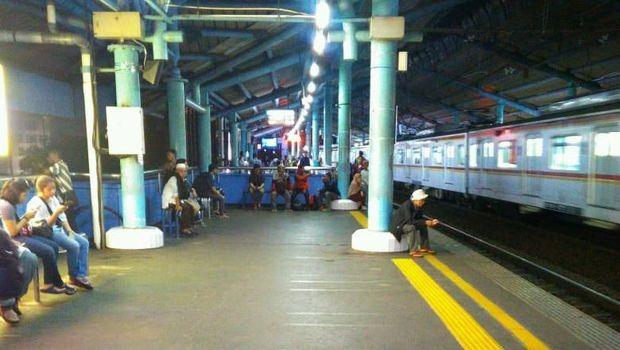 Situasi dan kondisi Stasiun Juanda pulih usai dipadati peserta Reuni 212.