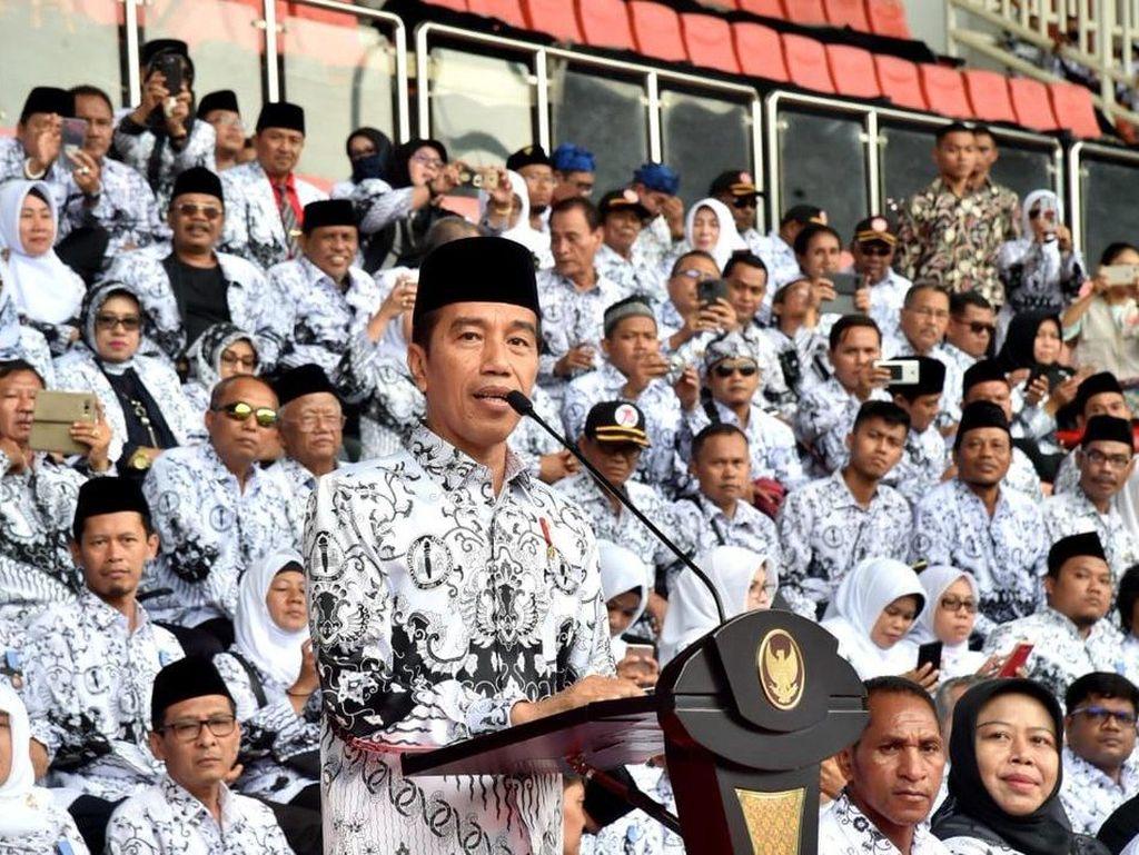 PGRI Minta Jokowi Buat Aturan Khusus untuk Honorer-Penjaga Sekolah