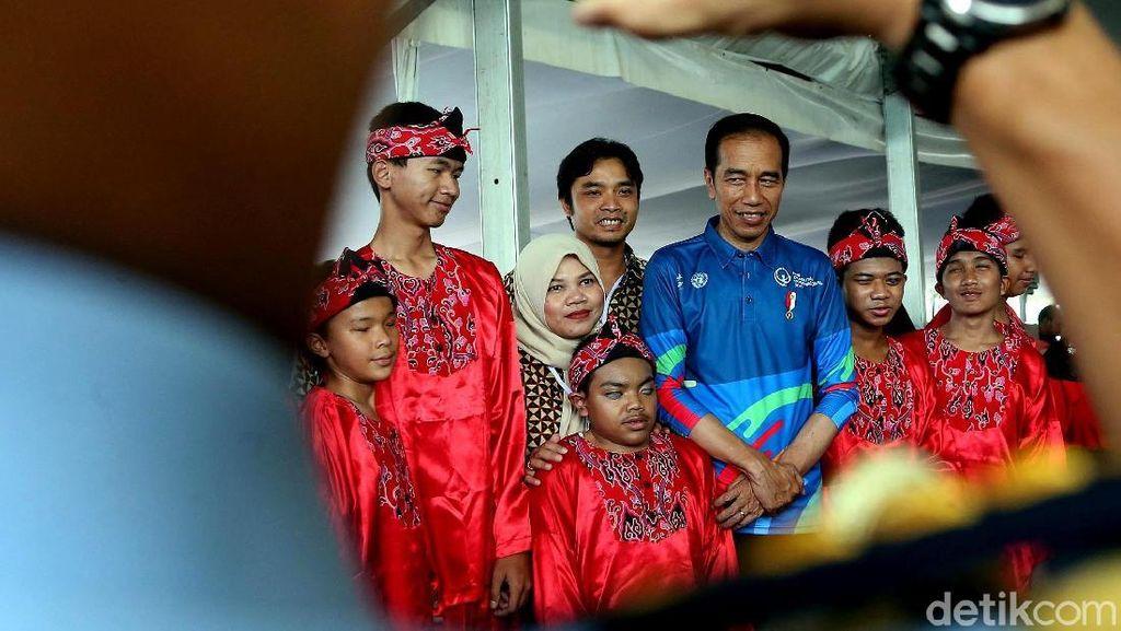 Hadiri Hari Disabilitas Internasional Jokowi Semringah Banget