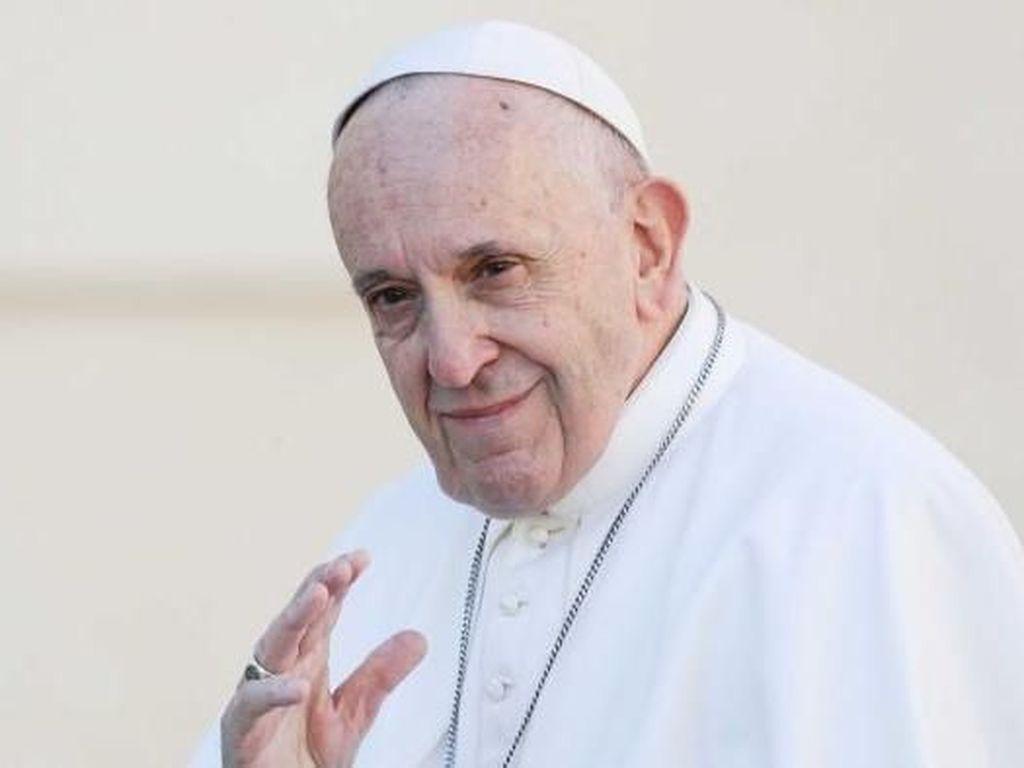 Paus Fransiskus Desak Pastor Homoseksual Untuk Tinggalkan Gereja