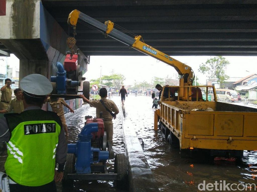 Pompa Tambahan Didatangkan untuk Banjir Pantura Demak-Semarang