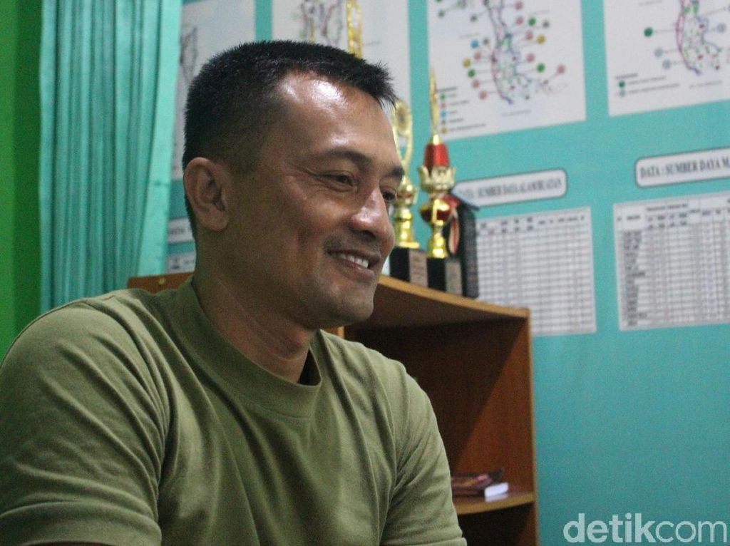 Banyak Terima Pasien, Kapten Tatang Terapi Listrik Tak Pungut Bayaran