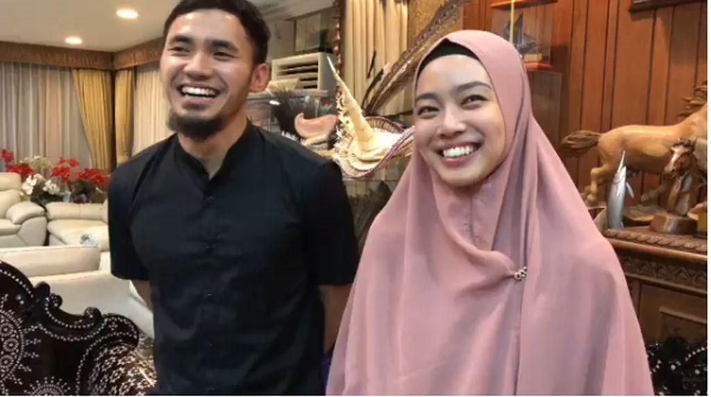 5 Fakta Asmara Lindswell Kwok dan Achmad Hulaefi