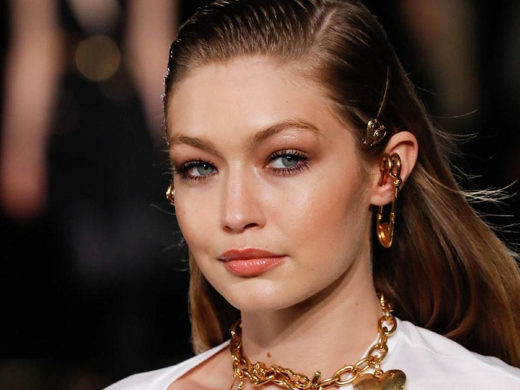 Kalahkan Bella, Gigi Hadid Dominasi Cover Majalah Fashion di 2018
