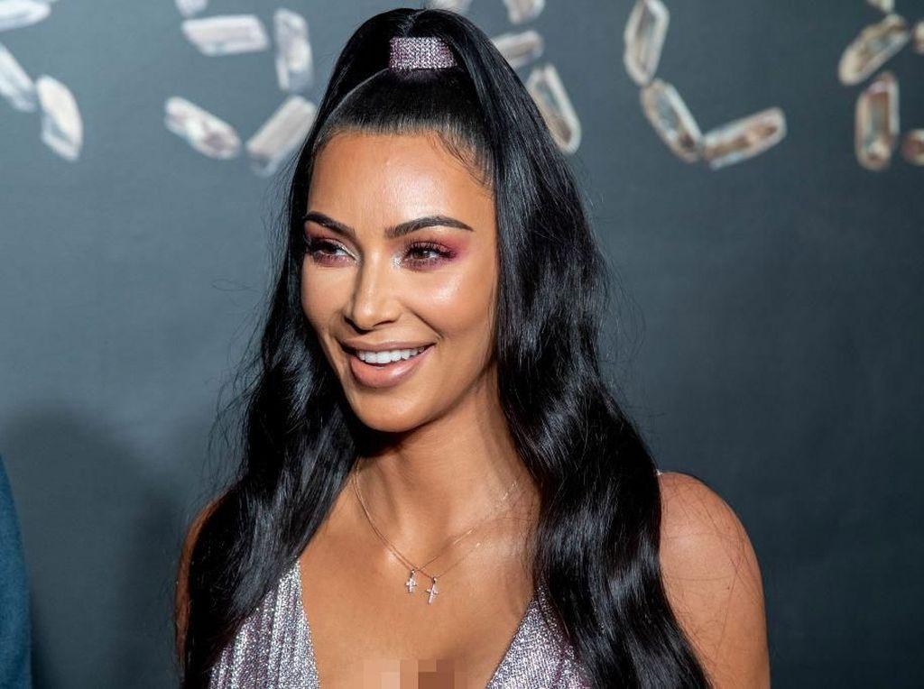 Dikritik Kulit Wajahnya Buruk, Kim Kardashian: Ini Psoriasis