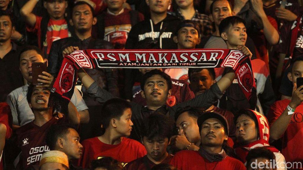 PSM Unggul 5-0, Suporter Rusuh dan Pemain Masuki Tribune Penonton