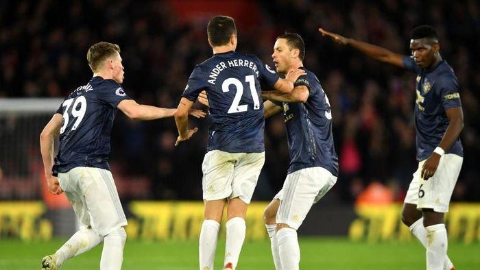 Manchester United tercecer di posisi tujuh klasemen Premier League. (Foto: Mike Hewitt/Getty Images)