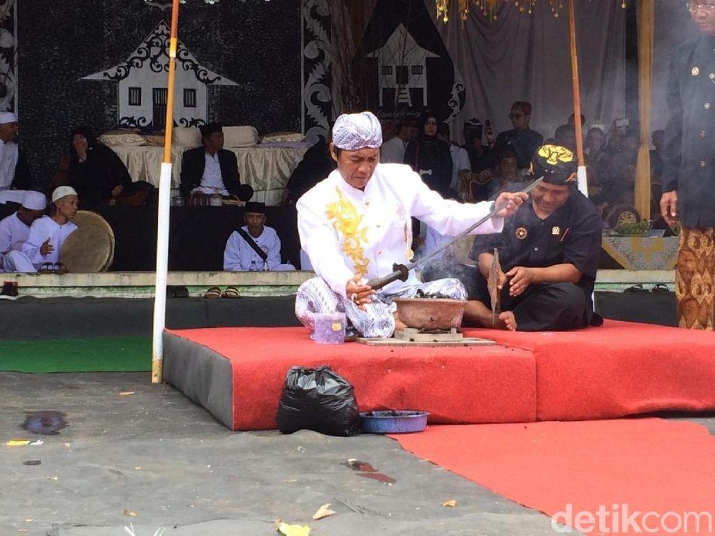 Foto: Sakralnya Tradisi Nyangku di Ciamis