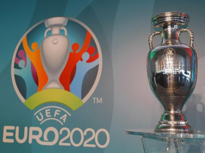 ROME, ITALY - SEPTEMBER 22:  A general view of UEFA Euro Trophy in the Stadio Olinpico during the UEFA Euro Roma 2020 Official Logo unveiling at Palazzo delle Armi on September 22, 2016 in Rome, Italy.  (Photo by Paolo Bruno/Getty Images)