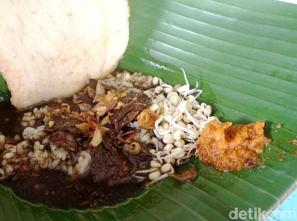 Enak Pol! Pecel Pincuk dan Rawon Khas Jawa Timur