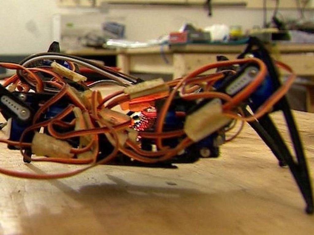 Para Penemu di Togo Menyulap Sampah Seluruh Dunia Menjadi Robot