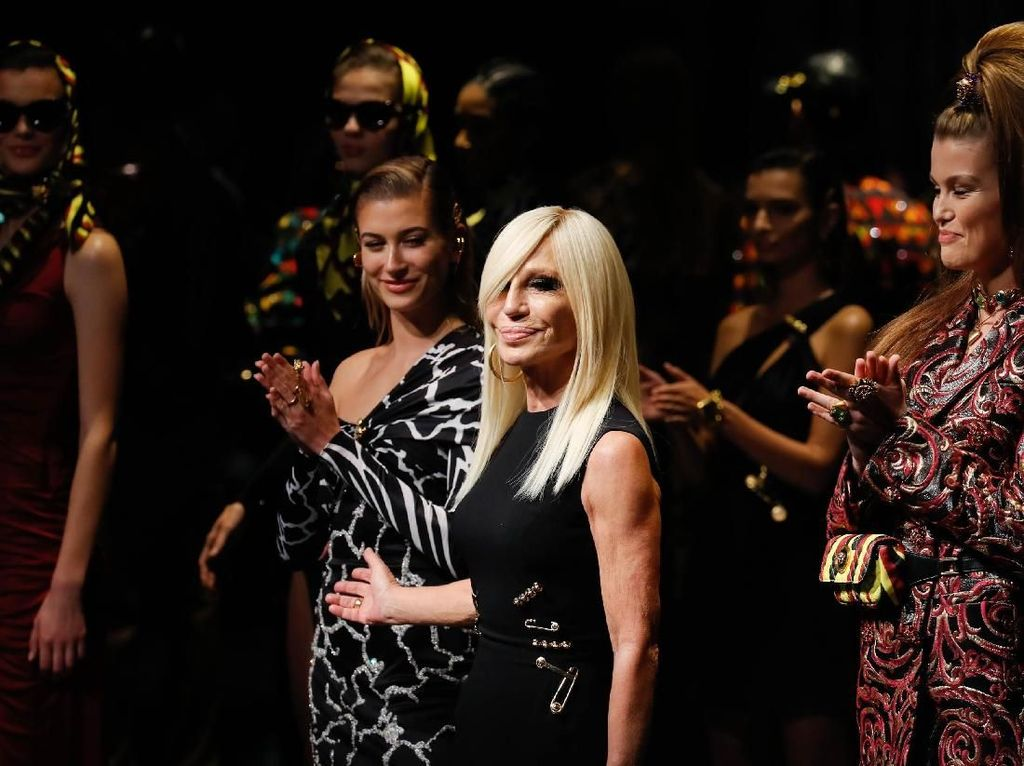 Lawan Corona, Donatella Versace Sumbang Rp 3,2 M untuk Rumah Sakit Italia