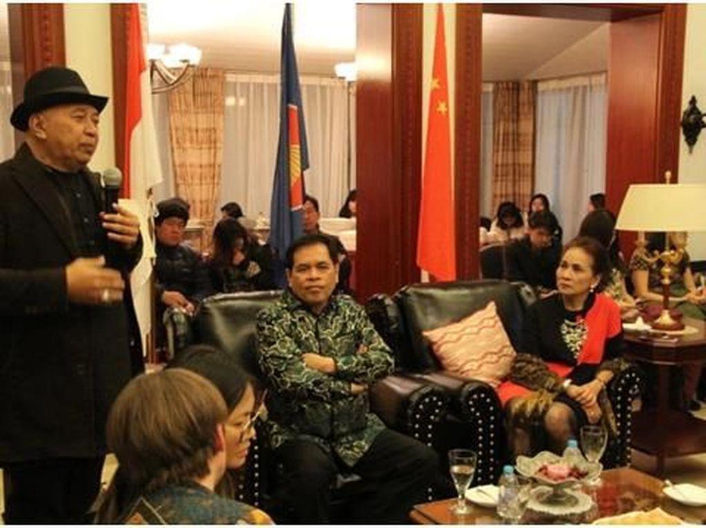 Keceriaan Mahasiswa Indonesia saat Kumpul di Wisma Duta Beijing