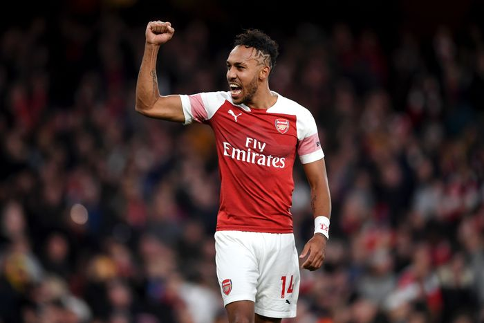 LONDON, ENGLAND - DECEMBER 02:  Pierre-Emerick Aubameyang of Arsenal celebrates his teams victory after the Premier League match between Arsenal FC and Tottenham Hotspur at Emirates Stadium on December 1, 2018 in London, United Kingdom.  (Photo by Shaun Botterill/Getty Images)