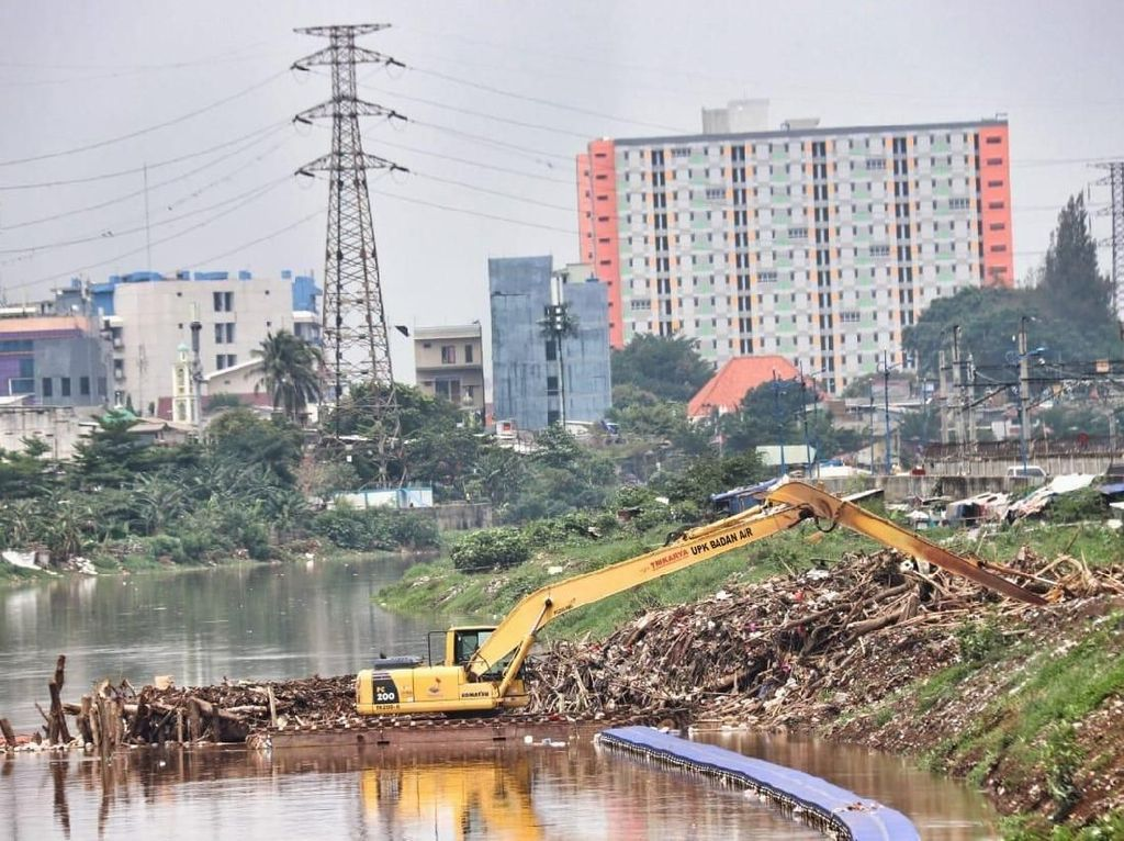 Bayang-bayang Normalisasi dalam Naturalisasi Sungai Jakarta