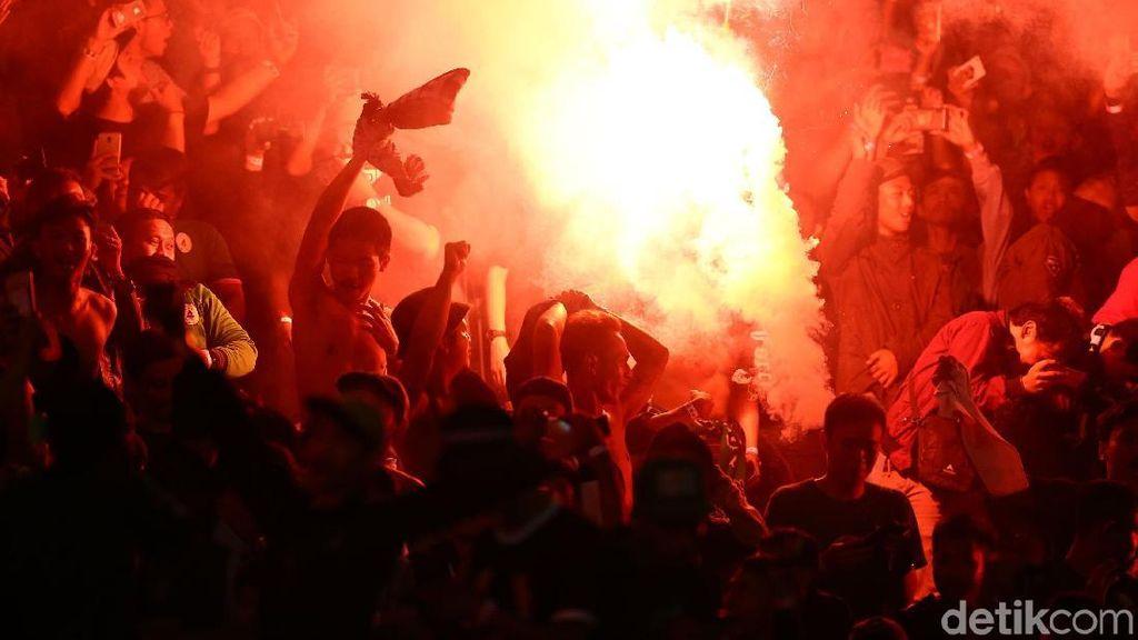 PSS Sleman Juara Liga 2, Suporter Berpesta di Pakansari