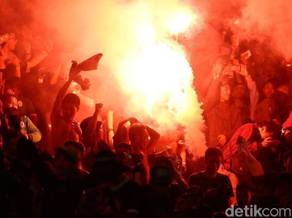 Perayaan Juara Suporter PSS Bikin Pakansari Merah Membara