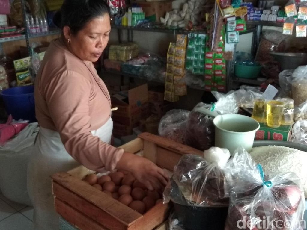 Jelang Natal, Harga Telur di Pasar Projo Ambarawa Naik
