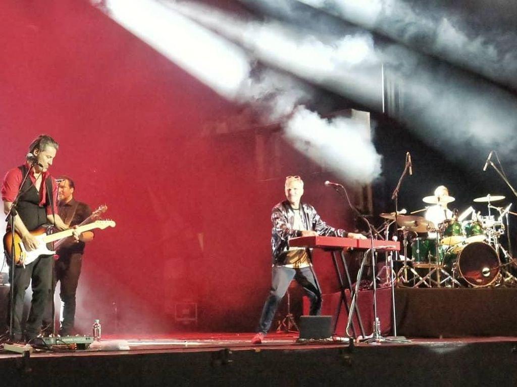 Ribuan Orang Hanyut dalam Nostalgia Michael Learns To Rock