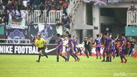 Penonton Rusuh di Menit ke-57 Saat Kalteng Putra Ungguli Persita 2-0