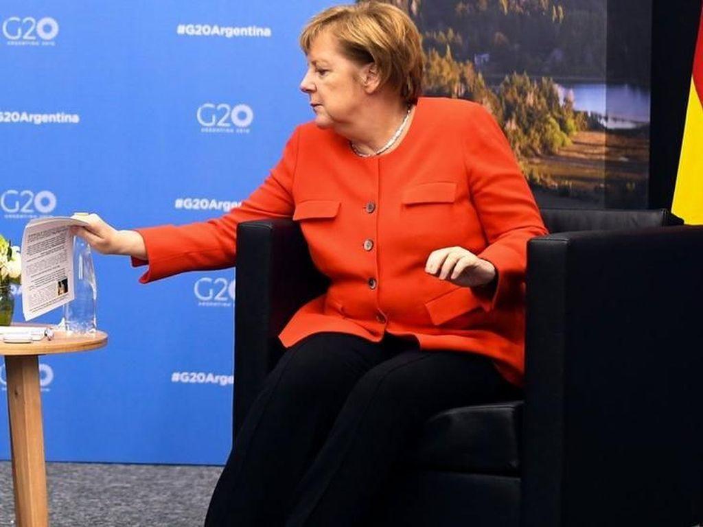 Kanselir Jerman Ketahuan Baca Contekan Saat Bertemu PM Australia