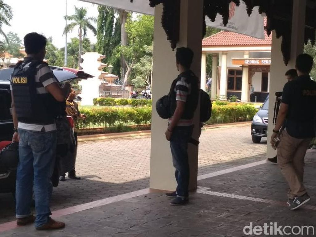 Dilaporkan Menyuap Hakim, Ruang Kerja Bupati Jepara Digeledah KPK
