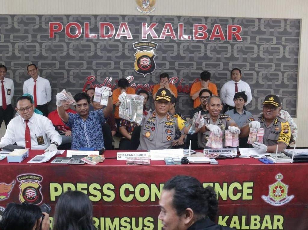 4 Bandar Judi Online Beromzet Miliaran Rupiah Ditangkap di Kalbar