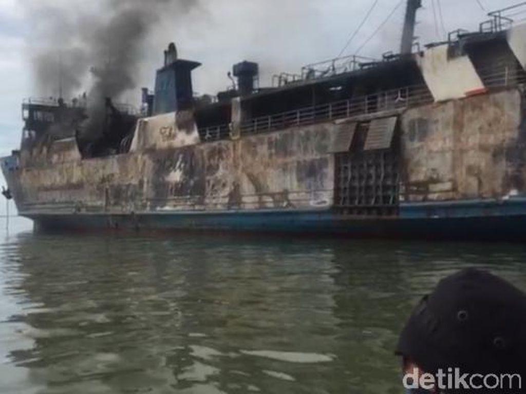 Video Evakuasi Korban Kebakaran Kapal KM Gerbang Samudra