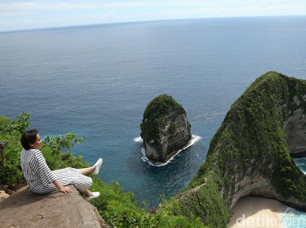 Birunya Nusa Penida yang Bikin Mata Kamu Segar di Pagi Hari