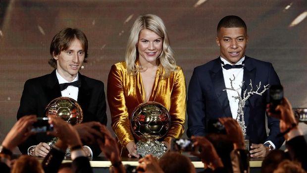 Kylian Mbappe bersama Ada Hegerberg dan Luka Modric.