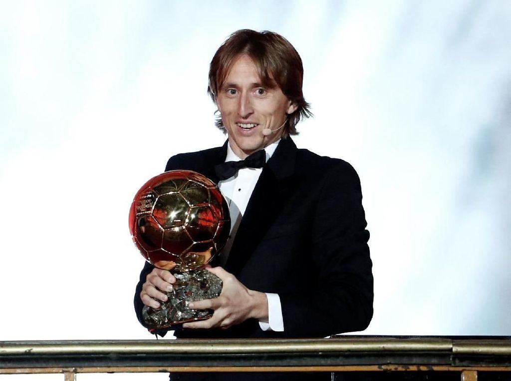 Modric Dapat Ballon dOr Saat Madrid Sedang Jeblok