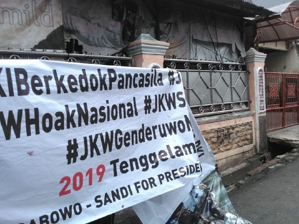 Warga Copot Spanduk Bertagar 2019 Tenggelamkan PKI di Jakpus