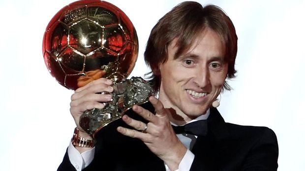Luka Modric jadi pemain Kroasia pertama yang raih Ballon d'Or.